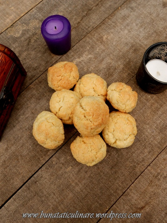 Biscuiti cu cocos din albusuri